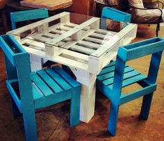 Using these recycled pallets different kind of furniture is made. Similarly a pallet dining table can be nicely created using the recycled pallets. It is a kind Old Pallets, Recycled Pallets, Wooden Pallets, Recycled Wood, Pallet Wood, Free Pallets, Pallet Boards, Wooden Sheds, Pallet Crafts