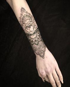 Today on the beautiful Christiana #tattoo #blacktattoo #blacktattooart #iblackwork #blackworkerssubmission #mehndi #mehnditattoo #mandala #mandalatattoo #domholmestattoo #theblacklotusstudio #art #design #lineart