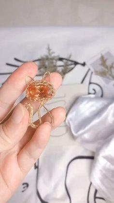 Wire Jewelry Designs, Handmade Wire Jewelry, Diy Crafts Jewelry, Diy Jewelry Videos, Wire Jewelry Patterns, Handmade Necklaces, Jewelry Ideas, Bijoux Wire Wrap, Wire Wrapped Jewelry