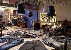 Google Image Result for http://retaildesignblog.net/wp-content/uploads/2012/01/Desigual-shop-showroom-Barcelona.jpg