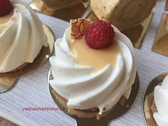Obrázek Mini Cheesecakes, Mini Cakes, Baked Goods, Tart, Deserts, Food And Drink, Pudding, Cupcakes, Yummy Food