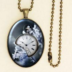 Vintage Style Clock Pendant, Winter Theme Print, Pocket Watch Necklace, Handmade Glass Cabochon, Antique Bronze 001R001K005B Vintage Style, Vintage Fashion, Pocket Watch Necklace, Cameo Pendant, Gem S, Winter Theme, Clock, Bronze, Bling