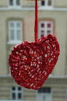 3-D crochet heart pattern