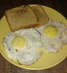 Half fry eggs with toast Recipe and Nutrition Chart - YumZen Vegetarian Fast Food, Food Porn, Breakfast Specials, Snap Food, Food Snapchat, Food Goals, Cafe Food, Food Diary, Food Cravings