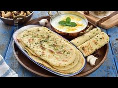 Paine naan cu usturoi si unt (CC Eng Sub) Veg Recipes, Other Recipes, Cookie Recipes, Vegetarian Recipes, Healthy Recipes, Romanian Food, Just Bake, Butter Chicken, Naan