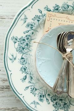 i have never seen transferware in this hue of blue.hue of blue.hue of blue. Vintage Plates, Vintage Dishes, Vintage China, Vintage Tableware, Antique Dishes, Vibeke Design, Duck Egg Blue, Deco Table, Decoration Table