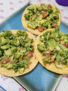 Sushi, Avocado Toast, Guacamole, Breakfast, Ethnic Recipes, Food, Tostada Recipes, Meals, Picnic Foods