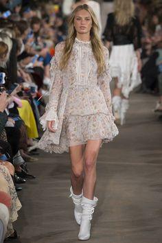 Per Naomi Campbell un look Gothic Glam di Roberto Cavalli a Londra ... 81ac4d923e2