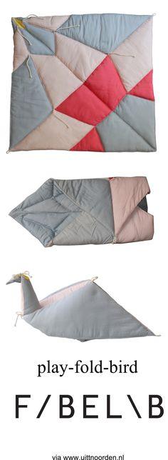 FABELAB - play-fold-bird - Een speelkleed, slaapzak en knuffel in één  - via uit 't Noorden - www.uittnoorden.nl