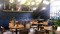 Ο Βασίλης Δημαράς γύρισε τα μπαρ του Ηρακλείου και σας προτείνει πέντε όπου αξίζει να φιλοξενηθείτε. Conference Room, Bar, Table, Furniture, Home Decor, Meeting Rooms, Interior Design, Home Interior Design, Desk