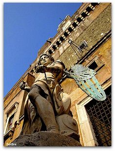C'è un angelo a Roma http://fotoartefatte.overblog.com/2013/11/c-%C3%A8-un-angelo-a-roma.html