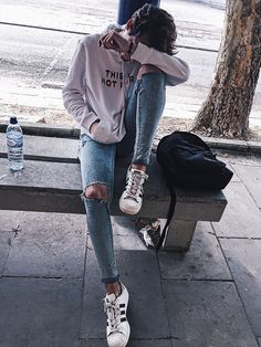 Grunge look, streetwear fashion, teen fashion, fashion outfits, men photogr Winter Hipster, Tumblr Fashion, Teen Fashion, Korean Fashion, Fashion Outfits, Boy Poses, Male Poses, Grunge Look, Photography Poses For Men