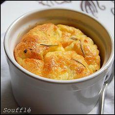 La meilleure recette de Soufflé de potiron, et au cheddar parfumé au paprika.! L'essayer, c'est l'adopter! 5.0/5 (3 votes), 5 Commentaires. Ingrédients: 800 gr de potiron 80 gr de beurre +20 gr pour les moules 3 cuillères à soupe de farine 20 cl de lait 4 oeufs 100 gr de cheddar Noix de muscade Paprika sel, poivre du moulin.