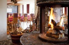 """Das Alpen-Restaurant """"Val di Fiemme"""" verbindet Tradition mit Modernem. Urgemütlich und trotzdem stilvoll und modern bietet es den perfekten Rahmen für genussvolle Stunden. Das Frühstücksbuffet im Hotel Oberstdorf ist einzigartig. Und die vielen Highlights wie z.B. Walking Dinner oder Gala-Abend werden Sie begeistern"""