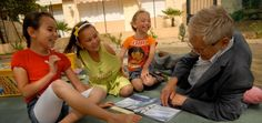 Bibliotecas de calle contra la exclusión social. Movimiento ATD Cuarto Mundo.  http://blogs.elpais.com/3500-millones/2013/02/bibliotecas-de-calle-contra-exclusion-social.html