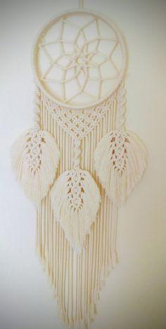 Beautiful Macrame Dreamcatcher made with 3 mm pure cotton cord cord. Size 30 x 77 cm. Macrame Wall Hanging Patterns, Macrame Plant Hangers, Macrame Art, Macrame Design, Macrame Projects, Macrame Knots, Macrame Patterns, Dream Catcher Patterns, Dream Catcher Decor