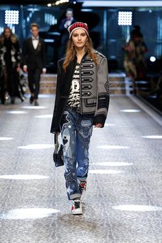 Dolce&Gabbana Fall Winter 2017-18 Women's Fashion Show #DGRinascimento