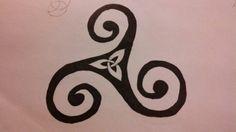 Triskele & triquatra inside- THIS is the tattoo! Three inside three