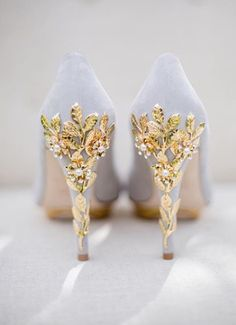 Joanie by Harriet Wilde is stunning high heel platform shoe with the heel featuring gold leaves and delicate gold flower with Swarovski crystals, cascading down the heel.  The shoe can also feature pearls as an alternative to Swarovski crystal.  #weddingshoes #harrietwilde #bridalshoes