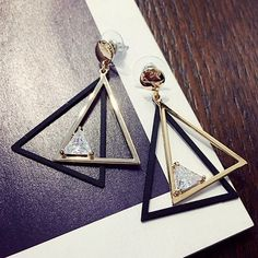 Pair of Modern Cut Out Overlap Triangle Rhinestone Earrings For Women (8,62 BRL) ❤ liked on Polyvore featuring jewelry, earrings, triangle earrings, rhinestone stud earrings, cut out earrings, rhinestone earrings and earring jewelry