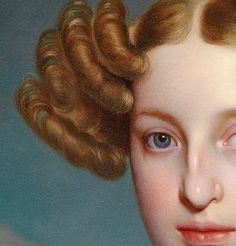 Particolari di opere, seconda parte. Ernst Thelott: Ritratto di Elise Dorothea Friederike baronessa von Schaezle. Olio su tela, del 1833. Cm 68 X 55. Collezione privata. Una donna molto particolare, dal volto affascinante: non bello ma dotato di carattere, accompagnato da una bella bocca, occhi azzurri e da capelli biondo-ramati, una tinta insolita. I boccoli in diagonale erano ottenuti con i ferri caldi, e erano pratiche che richiedevano parecchio tempo.