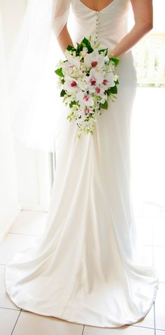 15 cascade bruidsboeketten om bij weg te dromen - In White