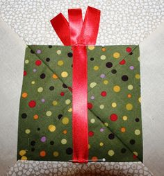 Buzzing and Bumbling: Think Christmas - Block Tutorial and Giveaway!