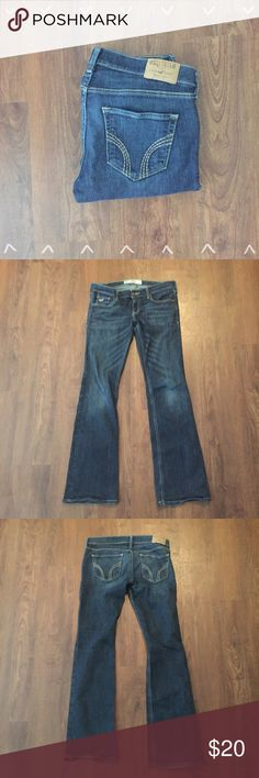 """Hollister Jeans Hollister Jeans So Cal Stretch. 98% cotton 2% Elastane 30"""" inseam Size 3S   Need any other information? Measurements? Materials? Feel free to ask! Don't be shy, I always welcome reasonable offers! Fast shipping! Same or next day! Sorry, no trades!  Happy Poshing!☺️ Hollister Jeans Boot Cut"""