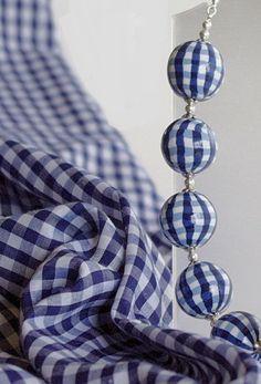 Total look ! Blue Gingham, Gingham Check, Tartan, Deco Blue, Style Retro, Love Blue, Beaded Garland, Bleu Marine, Pattern Making