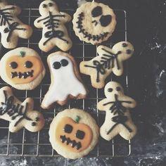 Samhain // Hallowe'en // Day of the Dead Halloween Tags, Fröhliches Halloween, Image Halloween, Halloween Cookies, Holidays Halloween, Halloween Decorations, Halloween Costumes, Halloween Tumblr, Halloween Pictures