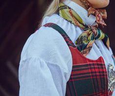 Råndastakken er ein livkjole frå Nord-Gudbrandsdalen som fyrst kom i bruk rundt Norway, Rain Jacket, Windbreaker, Sewing, Jr, Folk, Frozen, Jackets, Fashion