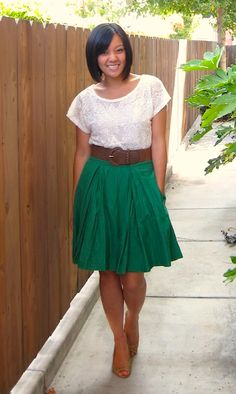 White lace tee and green skirt Skirt Outfits, Cute Outfits, Work Outfits, Work Fashion, Fashion Outfits, Fashion Weeks, Paris Fashion, Lace Tee, Looks Cool