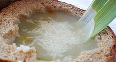 Przepis na francuską zupę cebulową (Soupe á l'oignon gratiné): Jeśli ktoś ma ochotę na prostą, a mimo to elegancką zupę, polecam spróbować tą francuską zupę cebulową. Na pewno się nie zawiedziecie! Grains, Soup, Rice, Recipes, France, Onion, Recipies, Soups, Ripped Recipes