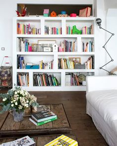 Small appartment, book wall, library room, inside home, decorating your hom Living Room On A Budget, Living Room Interior, Living Spaces, Small Appartment, Boho Deco, Book Wall, Inside Home, Room Inspiration, Decorating Your Home