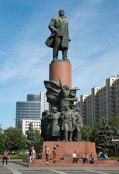 lenin_statue_romania.