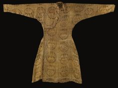 An important Seljuq silk samit robe, Central Asia, 11th century   lot   Sotheby's