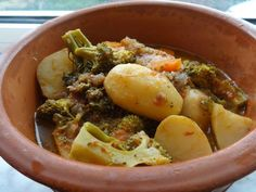 Organically Cooked: Broccoli and potato hotpot (Μπρόκολο και πατάτες με σάλτσα)