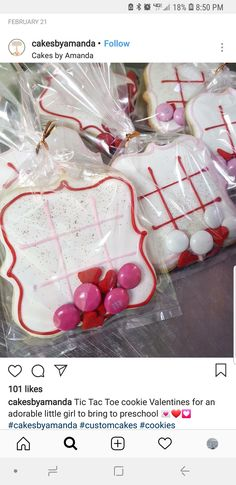 #food #cookies #royalicing Sugar Cookie Decorating, Decorated Sugar Cookies, Iced Sugar Cookies, Cupcake Cookies, Cupcakes, Royal Icing Cookies, Valentines Day Food, Valentine Cookies, Christmas Cookies