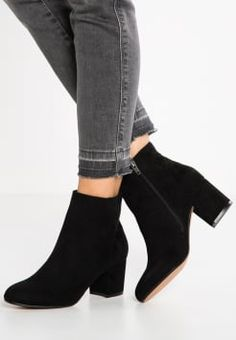 Sock Shoes, Cute Shoes, Me Too Shoes, Shoe Boots, Black Ankle Boots, Heeled Boots, Creative Shoes, Ankle Strap Heels, Winter Shoes