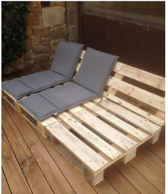 Pallet Outdoor Furniture Reclining Seats for Your Patio or Deck - Outdoor pallet furniture ideas help you make your backyard into an outdoor living area that you can enjoy with your family. Find the best designs! Diy Garden Furniture, Wooden Pallet Furniture, Diy Outdoor Furniture, Diy Pallet Furniture, Outdoor Decor, Furniture Ideas, Wooden Pallets, Furniture Design, Pallet Wood