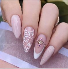 Bridal Nails Getbuffed Style Beautiful almond nails with hand-painted roses and swirls, glitter and Cute Nails, Pretty Nails, My Nails, Best Nail Art Designs, Fall Nail Designs, Bride Nails, Wedding Nails, Gel Nagel Design, Nagel Gel