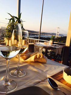 Todo momento com vinho e especial... Mas com essa vista! ;) #wine #vinho #paisagem #vinhobranco