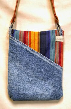 Newest Pictures Denim shoulder bag made from recycled, ethnic stripes - . Tips I really like Jeans ! And even more I like to sew my own Jeans. Next Jeans Sew Along I am planning # recycle jeans Diy Jeans, Sewing Jeans, Diy Denim Purse, Men's Jeans, Skinny Jeans, Artisanats Denim, Denim Bags From Jeans, Denim Crafts, Denim Shoulder Bags