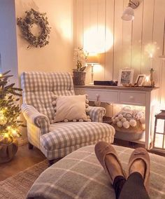 All Details You Need to Know About Home Decoration - Modern Living Room Decor Cozy, Cottage Living Rooms, My Living Room, Home And Living, Cozy Living, Country Lounge, Cottage Lounge, Small Sitting Rooms, Bedroom Sitting Room