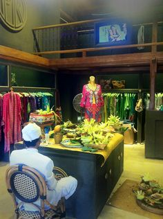Blessing ceremony in the new shop in Bali. Colorful Fashion, Boho Fashion, Luxury Fashion, Mens Fashion, Fashion Design, Bali Shopping, New Shop, Blessing, Black And White