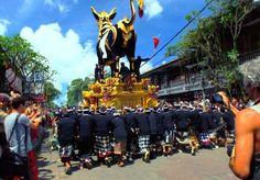 vous croiserez très certainement des locaux en tenue traditionnelle de cérémonie, se rendant à une crémation funéraire. http://goo.gl/R1dguf #culture   #bali   #ceremonie   #traditionnelle