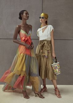 Eclectic Style Gets a Chic Twist From Silvia Tcherassi - - Inspired by the Coast of the Carribean, Silvia Tcherassi Spring Summer 2020 collection has an island-inspired feel about it. Fast Fashion, Fashion 2020, Look Fashion, Fashion News, High Fashion, Fashion Show, Fashion Design, Fashion Trends, Woman Fashion