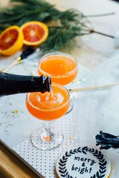 Blood Orange Cardamom Bubbly recipe featuring blood oranges, a vanilla-cardamom syrup, and cava 𝐿𝒾𝓀𝑒 𝓌𝒽𝒶𝓉 𝓎𝑜𝓊 𝓈𝑒𝑒 ? 𝑀𝒶𝓀𝑒 𝓈𝓊𝓇𝑒 𝓉𝑜 𝒻𝑜𝓁𝓁𝑜𝓌 𝓂𝓎 𝒫𝒾𝓃𝓉𝑒𝓇𝑒𝓈𝓉 🥂💕 Party Platters, Cocktail Drinks, Cocktail Recipes, Margarita Recipes, Summer Cocktails, Popular Cocktails, Healthy Cocktails, Sangria Recipes, Blood Orange Cocktail