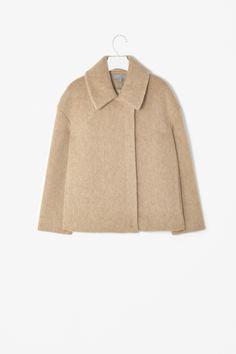 Wide collar jacket