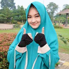 Smiling and friendly Hijaber Hijab Dp, Hijab Chic, Dp For Whatsapp, Face Veil, Beautiful Hijab, Niqab, Girl Wallpaper, Muslim Women, Hijab Fashion